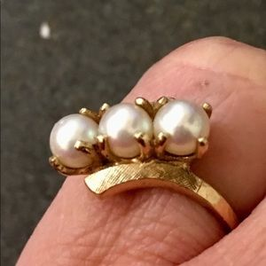 042d526811853e Jewelry - VINTAGE TRIPLE PEARL SOLID GOLD RING